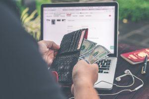La Agencia Tributaria intensifica el control de los ingresos y retiradas de efectivo con los bancos